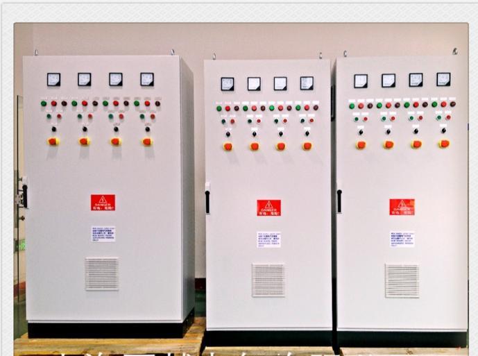 PLC控制柜 PLC综合控制柜具有过载、短路、缺相保护等保护功能。 概述 PLC,programmable logic controller (PLC),可编程控制柜,控制柜指成套的控制柜,可实现电机,开关的控制的电气柜。 PLC综合控制柜具有过载、短路、缺相保护等保护功能。它具有结构紧凑、工作稳定、功能齐全。可以根据实际控制规摸大小,进行组合,既可以实现单柜自动控制,也可以实现多柜通过工业以太网或工业现场总线网络组成集散(DCS)控制系统。 PLC控制柜能适应各种大小规模的工业自动化控制场合。广泛应用